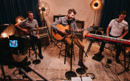 Covid Concerts: Chase & The Chicago Theatre Partner with Brett Eldredge For First Ever Virtual Concert