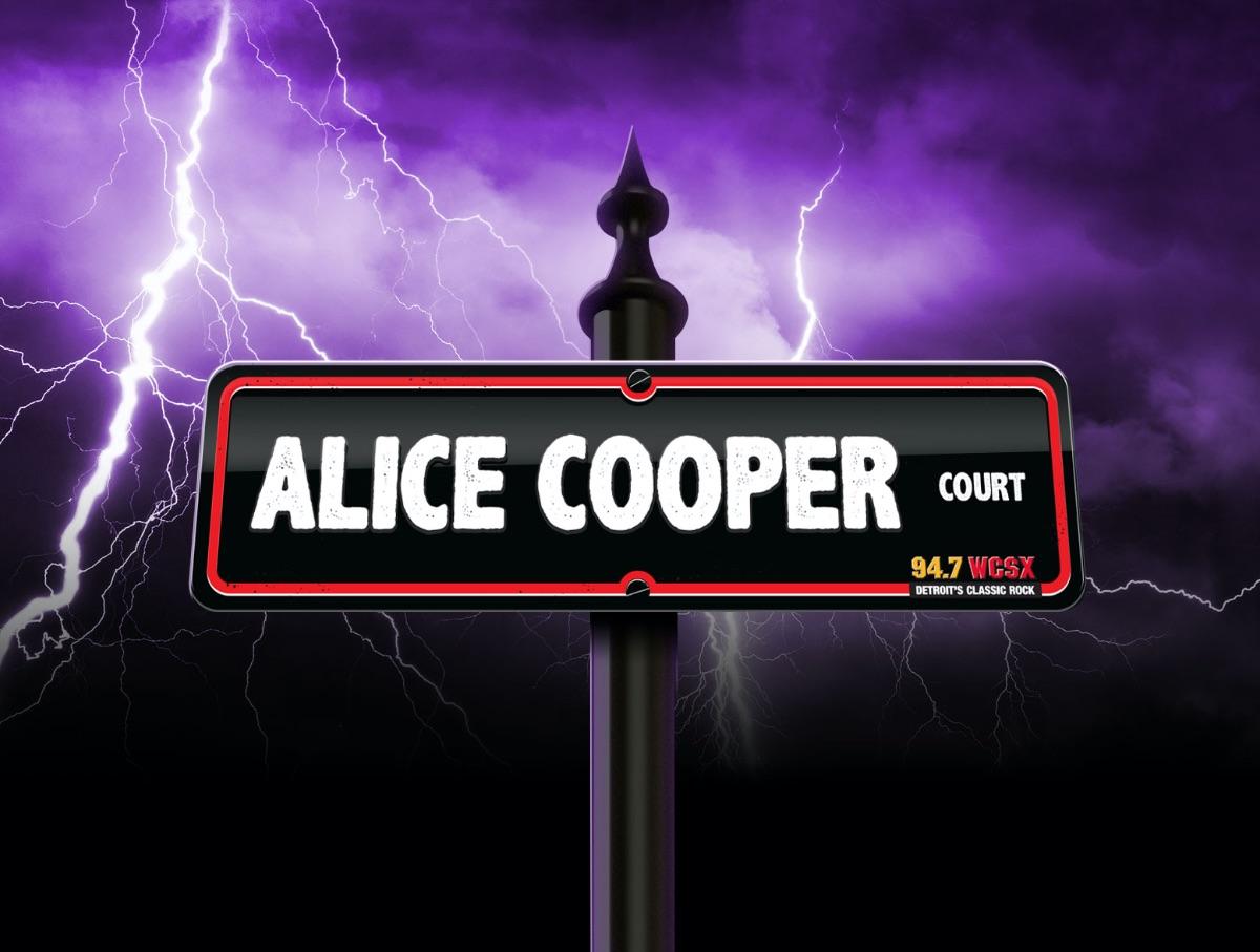 """DETROIT'S CLASSIC ROCK WCSX UNVEILS """"ALICE COOPER COURT"""" AT ELOISE ASYLUM"""