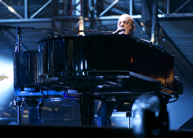 Photo Gallery : Billy Joel at Wrigley Field
