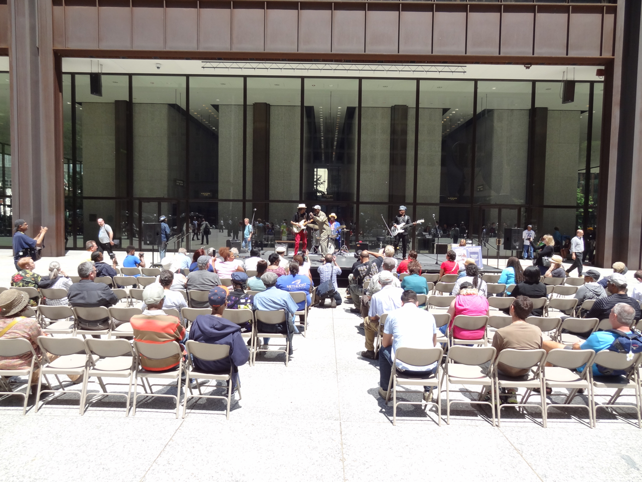 Photo Gallery : Blues Fest Preview Day at Daley Plaza – Willie Dixon friends and family tribute.