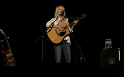 Photo Gallery : Laura Marling live at the Athenaeum Theatre
