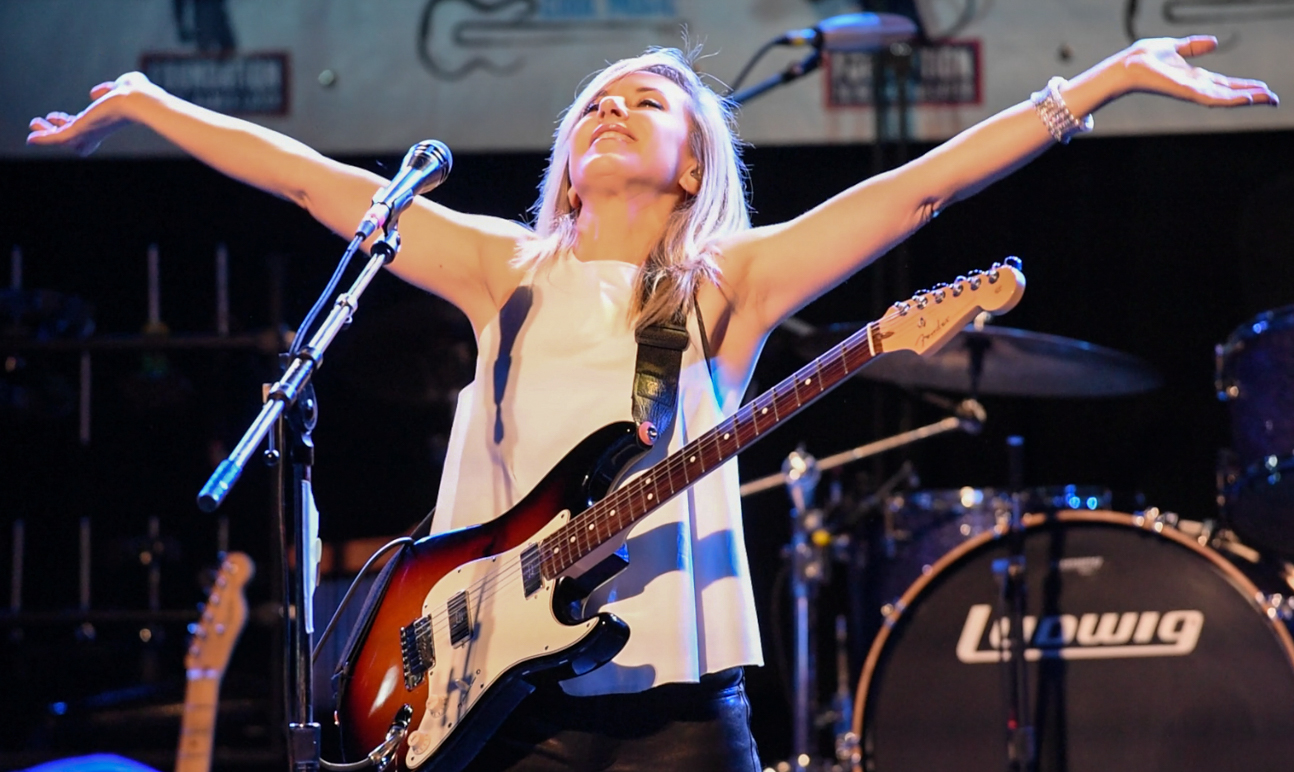 Liz Phair and Special Guests Rare Appearance At Metro Fundraiser