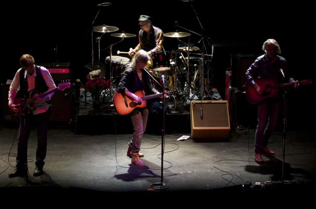 Photo Gallery : Patti Smith Live at the Vic Theatre