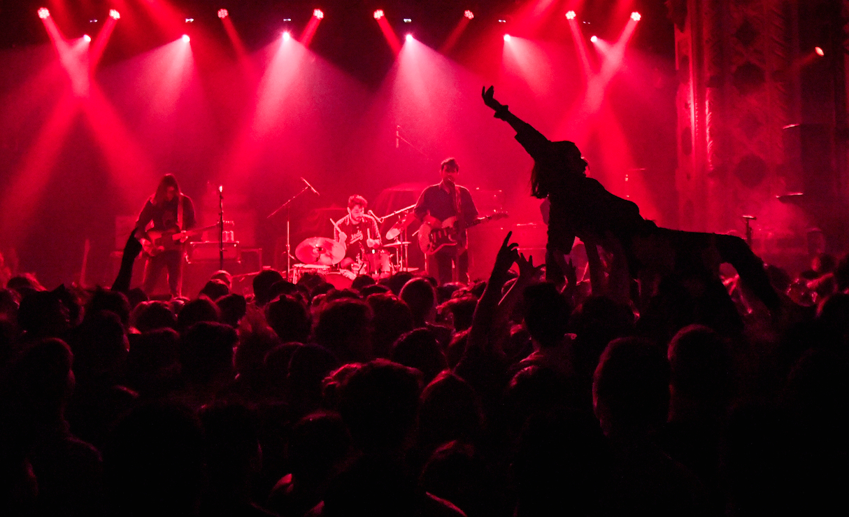Chicago's Twin Peaks, Unhinged Sold Out Show at Metro